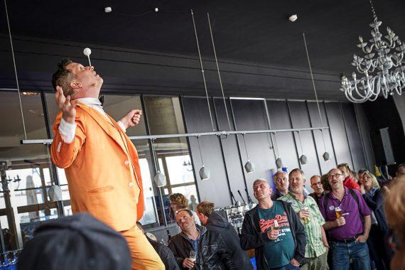 Sir Julian Moderiert im Hamburger Hafen das 25 Jahre BTI Firmenjubiläum. Eventmodule sind ein Showact als Start mit einer tollen Sommer Relly, vielseitigen Teamspielen und zum Abschluss eine grossartige Preisverleihung. Teambuilding Events die perfekte kick off Veranstaltung mit grosser Unterhaltung.